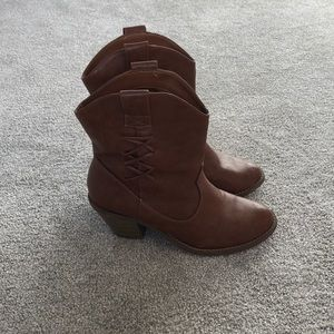 Size 7 soda boots